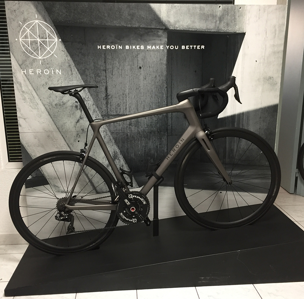 Bike-display-2013-shop-event-display-remi-chenu-innovation-engineering-carbon